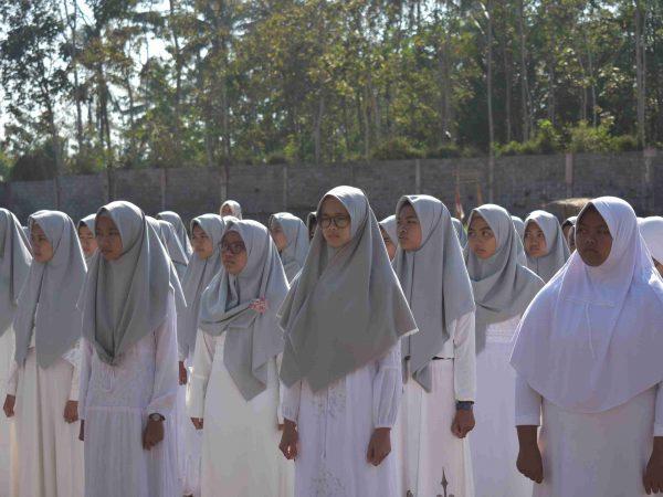 kegiatan upacara hasan ( hari santri) ma nasruddin